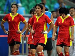 中国橄榄球惊天失误丢金终场前在得分区边球脱手