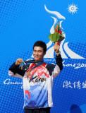 李大明展示金牌