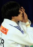 韩选手隐形眼镜掉地