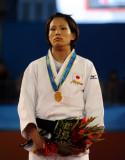 图文-柔道女子57公斤级日本队摘金