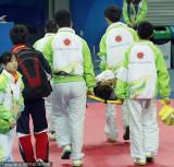 韩国选手被担架抬走