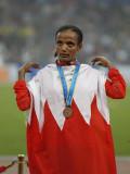 巴林选手国旗披身