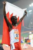巴里选手身披国旗