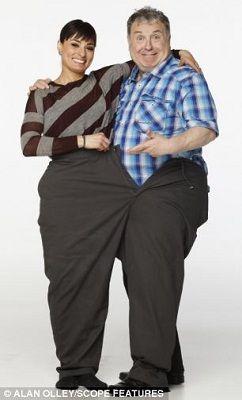 罗素的体重曾一度超过170公斤,腰围超过1.5米,至少要穿上平常人腰围两倍多的裤子。