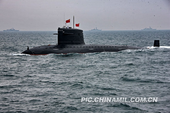 4月23日,中国海军在青岛举行大规模海上阅兵。